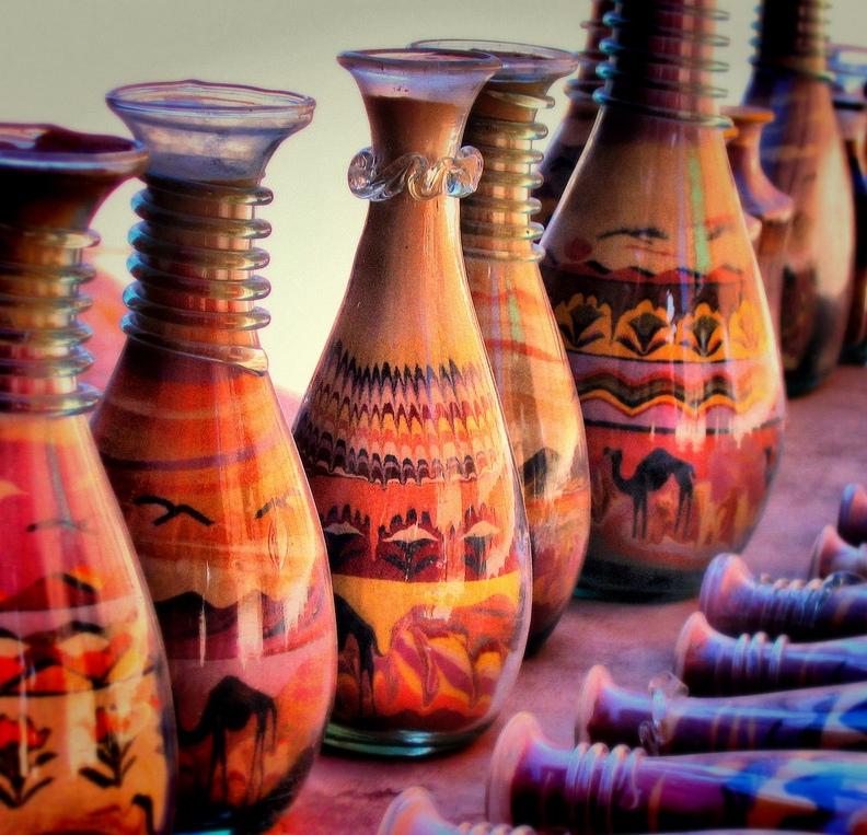 Рисунки из песка в бутылках.